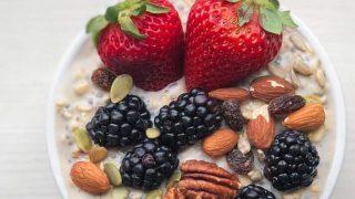Overnight Oatmeal with Yogurt and Fresh Fruit