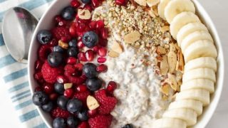 Easy Vanilla Overnight Oats with Fruit